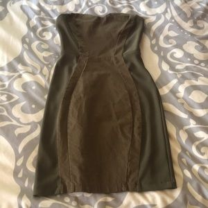 Tight fitting green dress with mixed materials